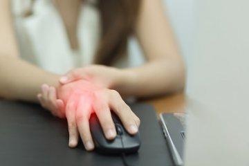 A számítógéptől vagy a tenisztől fáj a csuklója?