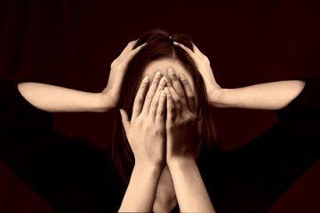 Abroncsszerűen szorít, lüktet vagy szemfájdalmat okoz a fejfájás?