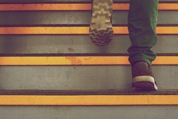 Mit tehet, ha csípője és térde miatt nem tud lépcsőzni?