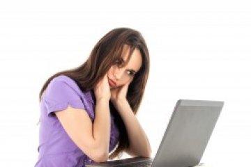 A számítógép előtt görnyed egész nap? Gerincfájdalmait ez okozhatja