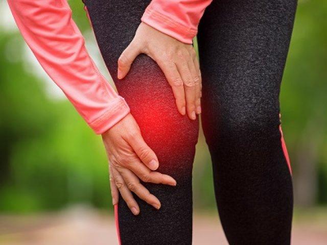 Honnan tudhatom, hogy a térdfájdalom komoly? A térdfájdalom egyes tüneteivel orvoshoz kell fordulni