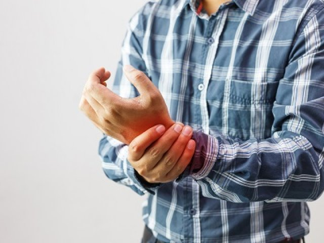 Fájnak az ízületei? Nem mindegy, hogy kopás vagy ízületi gyulladás miatt Ezért fontos a reumatológiai kivizsgálás