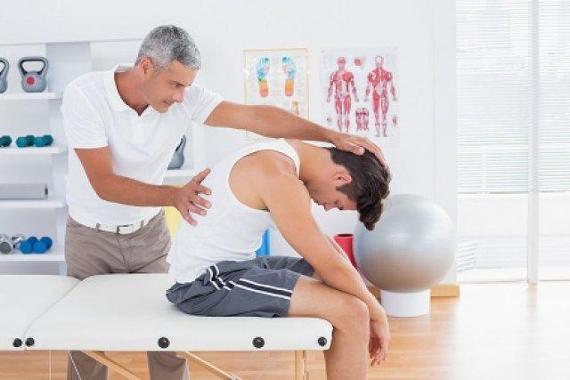 Fáj a háta? Íme, az 5 leggyakoribb ok!