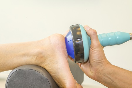 Lökéshullám, lágylézer és más fizikoterápiás eljárások is enyhítik az ízületi fájdalmat.