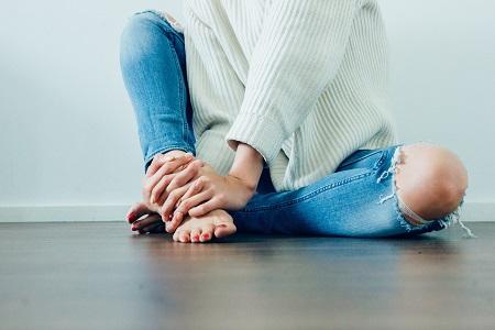 Az égető lábfájdalom okai, Lábfájdalom a lábujjak között